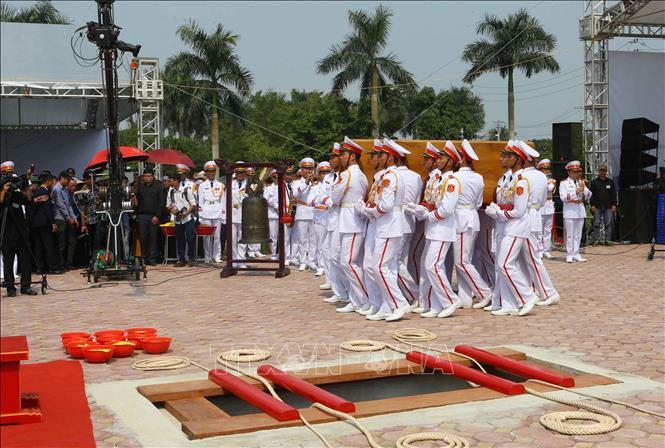 Tổng Bí thư Nguyễn Phú Trọng và các lãnh đạo Đảng, Nhà nước thả nắm đất tiễn biệt cố Tổng Bí thư Đỗ Mười - Ảnh 4