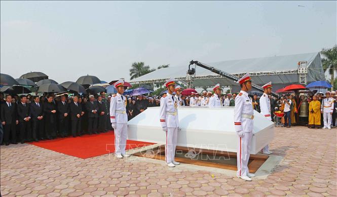 Tổng Bí thư Nguyễn Phú Trọng và các lãnh đạo Đảng, Nhà nước thả nắm đất tiễn biệt cố Tổng Bí thư Đỗ Mười - Ảnh 10