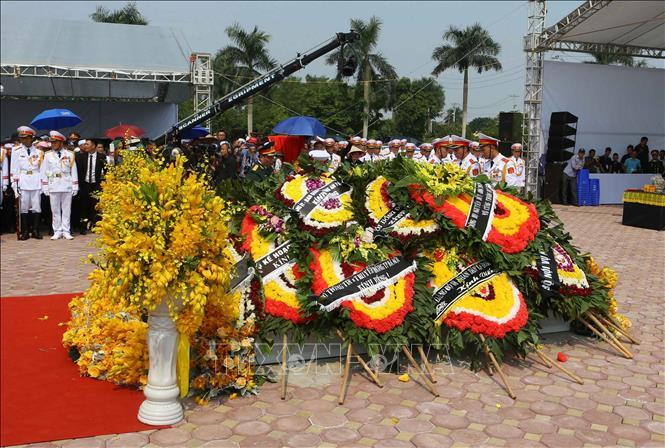 Tổng Bí thư Nguyễn Phú Trọng và các lãnh đạo Đảng, Nhà nước thả nắm đất tiễn biệt cố Tổng Bí thư Đỗ Mười - Ảnh 11