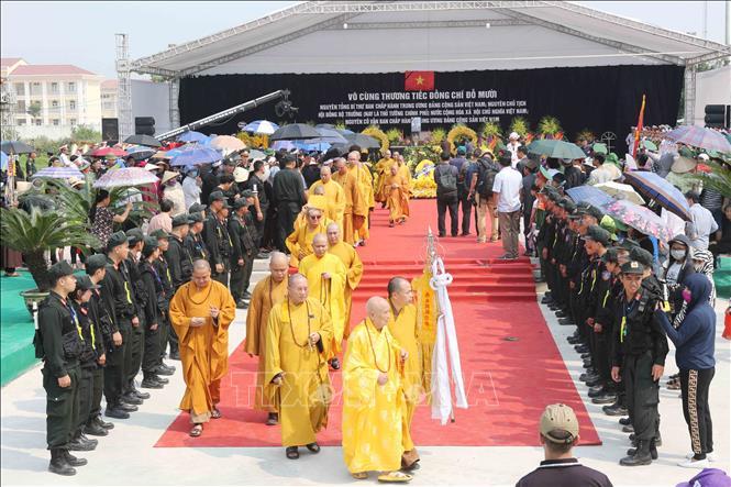 Tổng Bí thư Nguyễn Phú Trọng và các lãnh đạo Đảng, Nhà nước thả nắm đất tiễn biệt cố Tổng Bí thư Đỗ Mười - Ảnh 12