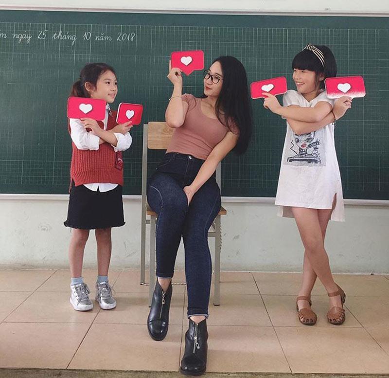 Cô giáo tiểu học xinh như hotgirl khiến dân mạng rần rần đòi 'đi học' - Ảnh 1