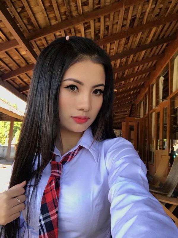 """Dân mạng """"săn lùng"""" nữ cổ động viên đẹp tựa thiên thần ở trận Myanmar gặp Campuchia - Ảnh 4"""