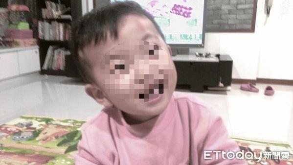 Xót xa cảnh bé 2 tuổi bị bỏ đói đến chết trong nhà vệ sinh vì mẹ bận đi chơi với bạn trai - Ảnh 1
