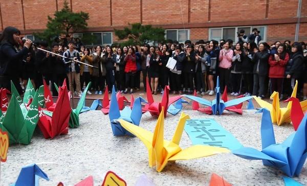 """Hàn Quốc """"nín thở"""" cùng 600.000 sĩ tử bước vào kì thi Đại học - Ảnh 5"""