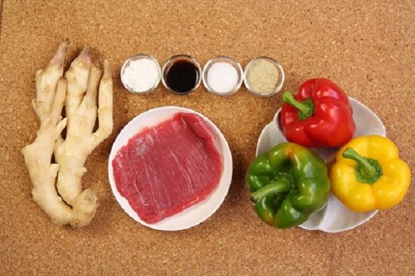 Món ngon mỗi ngày: Biến tấu thịt bò xào ớt chuông lạ mắt - Ảnh 1