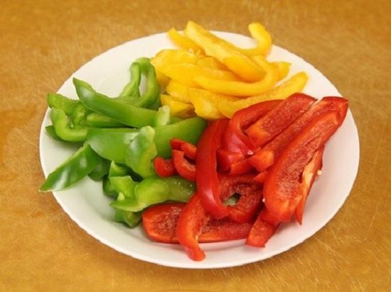 Món ngon mỗi ngày: Biến tấu thịt bò xào ớt chuông lạ mắt - Ảnh 2