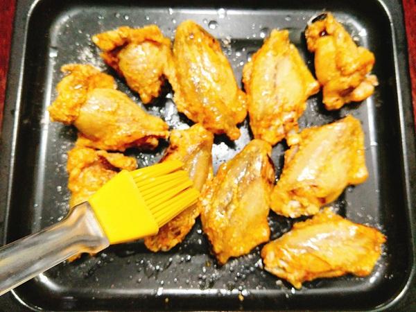 Món ngon mỗi ngày: Cánh gà nướng bơ tỏi thơm giòn  - Ảnh 6