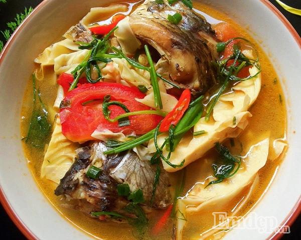 Món ngon mỗi ngày: Canh cá chép nấu măng chua ăn quên sầu ngày lạnh - Ảnh 1