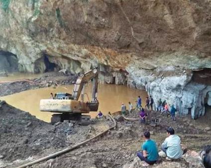 Hòa Bình: Sập lò khai thác vàng, bùn lẫn nước lấp kín khiến 2 người mắc kẹt - Ảnh 2