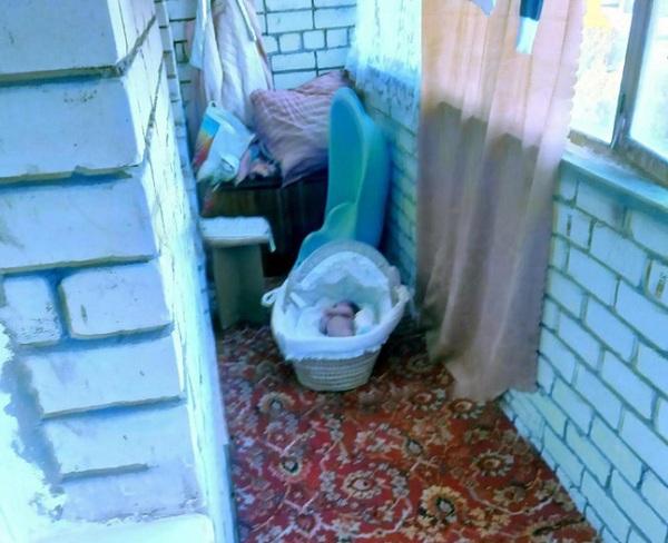 Mẹ vứt con gái 3 tháng tuổi ngoài trời -20 độ C không mảnh vải che thân để dằn mặt chồng cũ - Ảnh 1