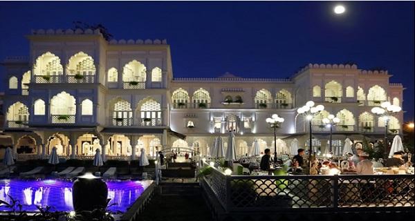 """""""Lâu đài"""" trắng 15 triệu USD của Khai Silk bất ngờ đổi chủ sau sự cố lụa gắn mác """"Made in China - Ảnh 1"""