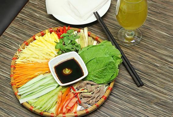 Món ngon mỗi ngày: Cách làm bò cuốn lá cải chống ngán ngày Tết - Ảnh 2