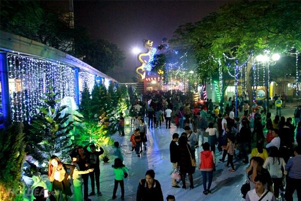 Những địa điểm vui chơi Giáng sinh ở Hà Nội lý tưởng dành cho các bạn trẻ - Ảnh 5