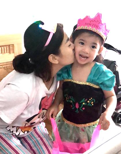 Xúc động khoảnh khắc đồng nghiệp đưa con gái Mai Phương vào viện đón sinh nhật - Ảnh 3
