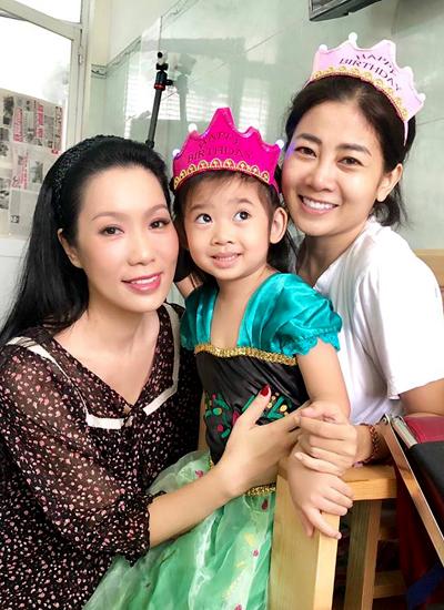 Xúc động khoảnh khắc đồng nghiệp đưa con gái Mai Phương vào viện đón sinh nhật - Ảnh 5