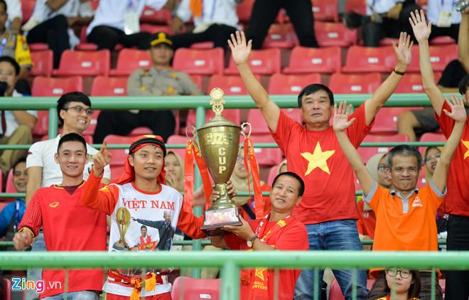 """Tour sang Indonesia xem Olympic Việt Nam thi đấu """"giá cao ngất"""" nhưng vẫn đắt khách - Ảnh 2"""