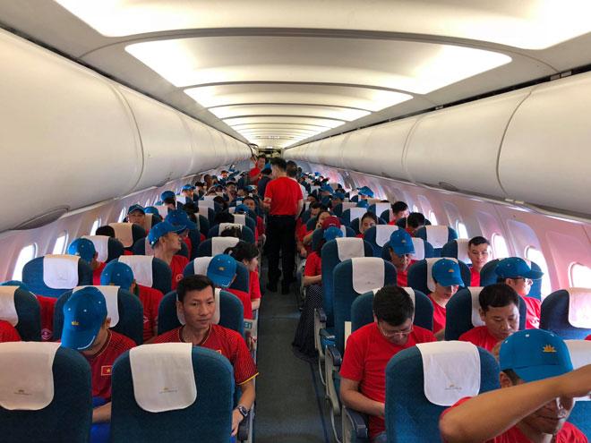 """Tour sang Indonesia xem Olympic Việt Nam thi đấu """"giá cao ngất"""" nhưng vẫn đắt khách - Ảnh 1"""