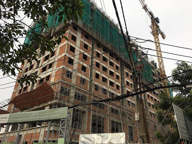 TP.HCM: Giàn giáo đổ sập, 2 công nhân rơi từ tầng 10 xuống đất tử vong - Ảnh 1