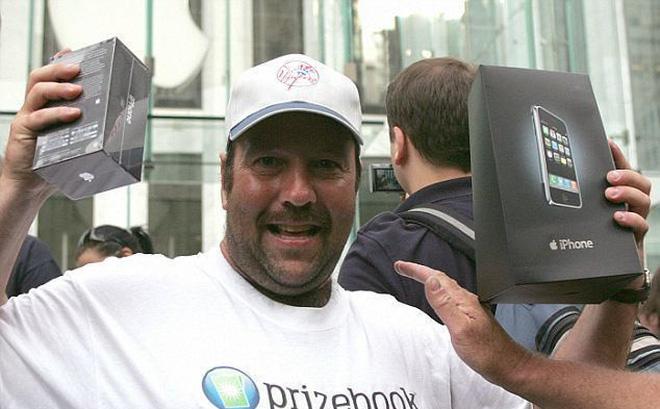 Tiết lộ bất ngờ về người đàn ông sở hữu iPhone đầu tiên trong lịch sử - Ảnh 1