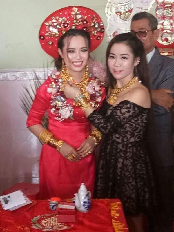 """Đeo 129 cây vàng được trao làm của hồi môn cô dâu Hậu Giang khiến dân mạng """"choáng váng"""" - Ảnh 2"""