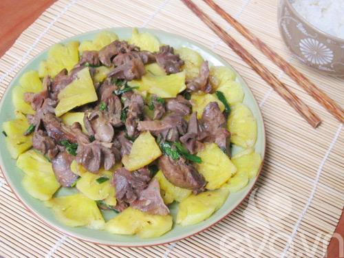 Món ngon mỗi ngày: Thịt vịt xào dứa nhanh gọn mà hấp dẫn - Ảnh 1
