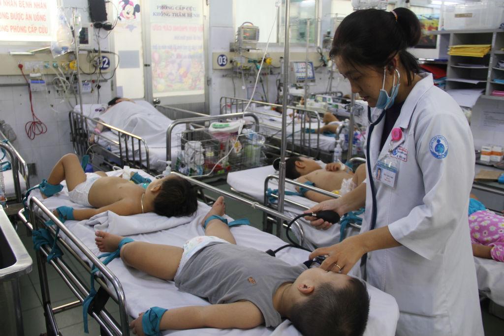 TP. HCM: Số trẻ nhập viện vì tay chân miệng tăng gấp 5 lần - Ảnh 1