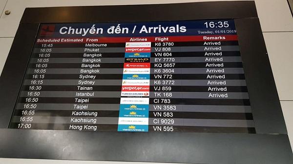 9 du khách Việt bị đánh bom ở Ai Cập vừa về đến Tân Sân Nhất an toàn - Ảnh 1