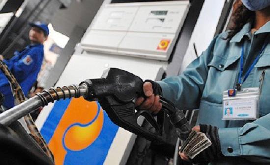 Lần đầu tiên giá xăng dầu giảm mạnh đúng đêm giao thừa đón năm mới 2019 - Ảnh 1