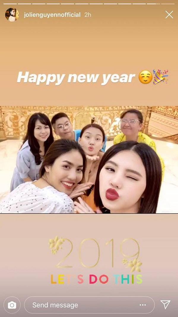 Choáng váng với tiệc chào năm mới của Rich Kid Việt - Ảnh 8