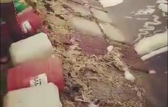 Phát hiện vợ chồng trưởng thôn liên tiếp đổ chất thải bẩn xuống kênh tưới tiêu - Ảnh 2