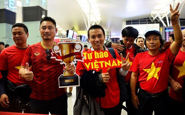 Hàng trăm CĐV lên đường từ nửa đêm tiếp lửa cho tuyển Việt Nam ở tứ kết Asian Cup 2019 - Ảnh 6