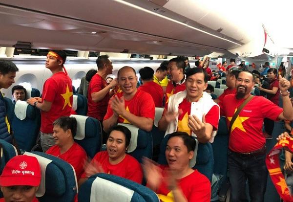 Hàng trăm CĐV lên đường từ nửa đêm tiếp lửa cho tuyển Việt Nam ở tứ kết Asian Cup 2019 - Ảnh 3