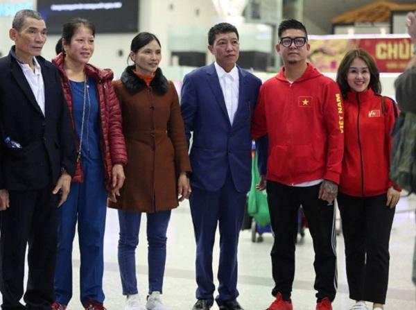 Hàng trăm CĐV lên đường từ nửa đêm tiếp lửa cho tuyển Việt Nam ở tứ kết Asian Cup 2019 - Ảnh 4