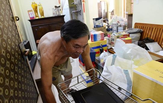 Hàng trăm hộ dân tất bật đóng gói tài sản, di dời khỏi chung cư nghiêng 45cm ở Sài Gòn - Ảnh 6