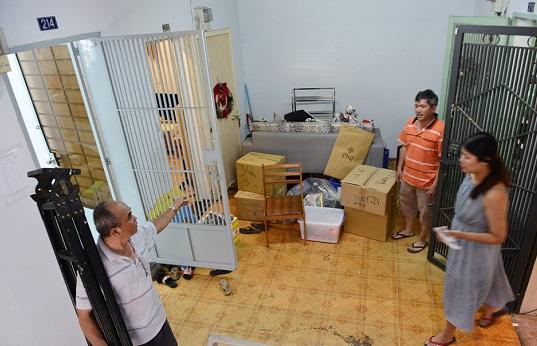 Hàng trăm hộ dân tất bật đóng gói tài sản, di dời khỏi chung cư nghiêng 45cm ở Sài Gòn - Ảnh 3