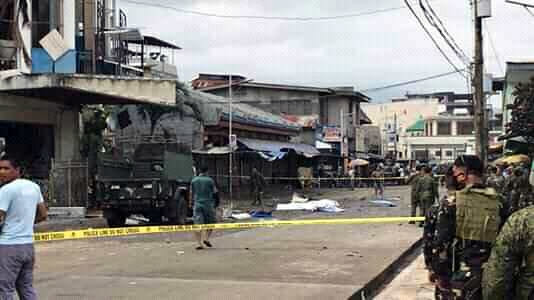 Đánh bom kép đẫm máu tại nhà thờ Philippines, 21 người thiệt mạng - Ảnh 1