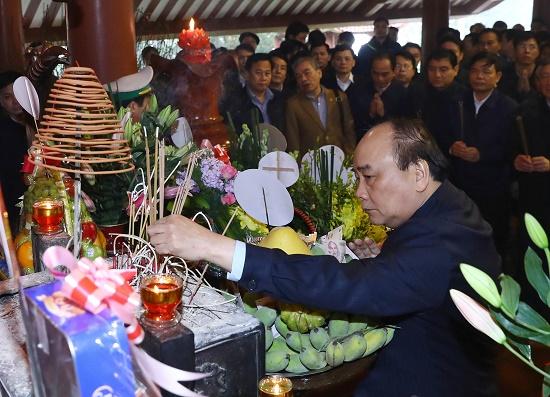 Thủ tướng dâng hương tưởng nhớ Chủ tịch Hồ Chí Minh - Ảnh 2