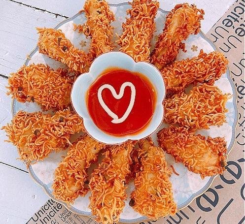 Món ngon mỗi ngày: Lạ miệng với mỳ tôm bọc gà chiên giòn - Ảnh 1