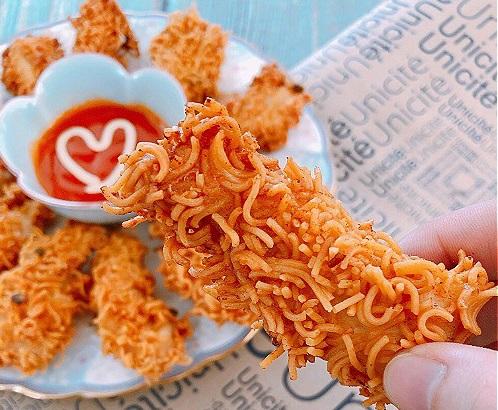 Món ngon mỗi ngày: Lạ miệng với mỳ tôm bọc gà chiên giòn - Ảnh 2