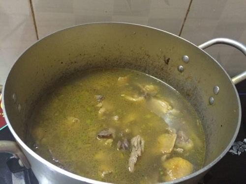 Món ngon mỗi ngày: Canh gà nấu sả nóng hổi cho bữa tối mùa đông - Ảnh 3