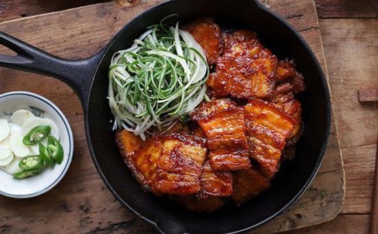 Món ngon mỗi ngày: Học người Hàn làm thịt áp chảo đổi vị cho ngày lạnh - Ảnh 1