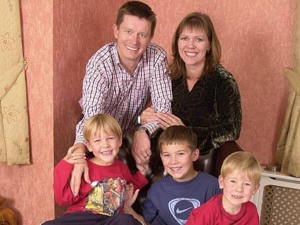 """Triệu phú tá hỏa phát hiện mình vô sinh sau 20 năm """"đổ vỏ"""" 3 con của vợ - Ảnh 1"""