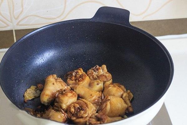 Chán luộc, mẹ vào bếp làm ngay món gà kho đậm đà cho bữa tối tròn vị - Ảnh 3