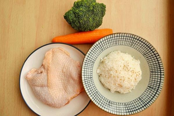 Chẳng cần ra hàng đắt đỏ, làm theo công thức này bạn cũng có ngay món cơm gà cực ngon - Ảnh 1