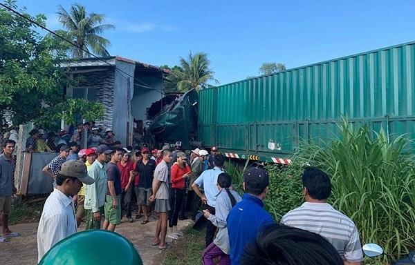 Xe container bất ngờ đâm vào nhà dân, một người tử vong - Ảnh 1
