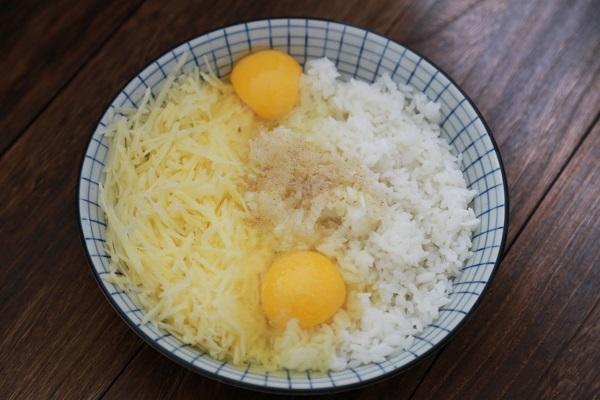 Cơm ăn thừa đừng vội vứt đi, mẹ tận dụng làm ngay bánh gạo chiên ngon hết ý - Ảnh 2