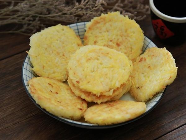 Cơm ăn thừa đừng vội vứt đi, mẹ tận dụng làm ngay bánh gạo chiên ngon hết ý - Ảnh 6