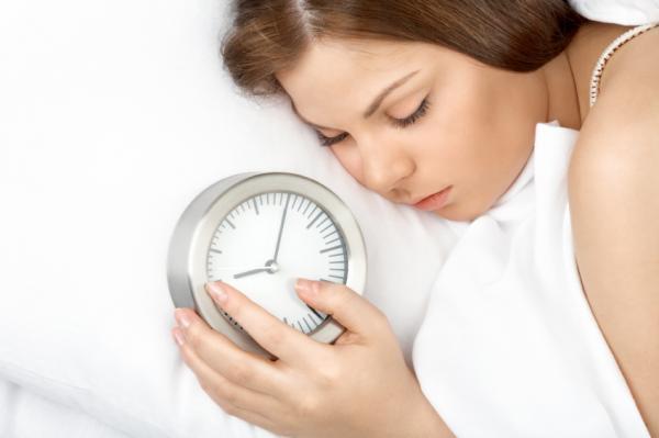 """Tác hại đáng sợ của việc """"ngủ nướng"""" vào cuối tuần khiến bạn vội vàng từ bỏ thói quen này - Ảnh 1"""