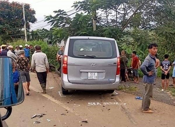 Bị ô tô tông mạnh từ phía sau, 2 thanh niên đi xe máy tử vong tại chỗ - Ảnh 1