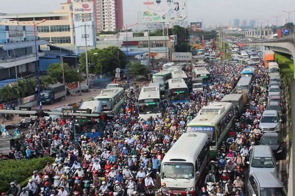 """TP.HCM thử nghiệm làn đường ưu tiên cho xe buýt: Loay hoay bài toán """"tách - nhập"""", chống ùn tắc giao thông vẫn là phần ngọn? - Ảnh 1"""